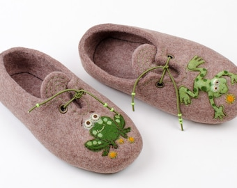 Boys felted Slippers - Childrens slippers Two frogs   - handmade felt wool house shoes