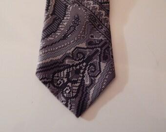 Perry Ellis . Designer Tie . Excellent!