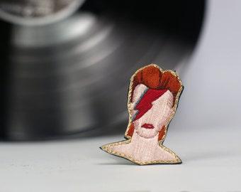 Broche brodée à la main, broche David Bowie, bijou brodé portrait, broche camée