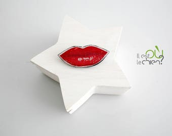 brooch red mouth