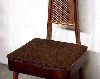 Gentil Vintage Antique Wood Wooden Storage Mens Valet Butler Sewing Dressing Chair  Seat