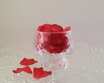 Edible Rose Petals, Wafer Paper Flowers for Cakes and Cupcakes.