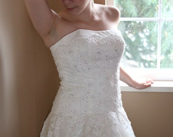 Custom Made Traditional Straight Across Neckline Lace A-Line Bridal Ball Gown Wedding Dress with Chapel Length Train - Y027B