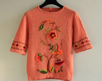 Floral embroidered wool sweater , short sleeves , coral pink , size small cropped pullover with crewel embroidery , boho fashion