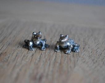 Set of 2 vintage metal frog figurines