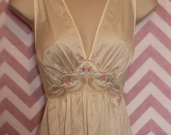 True Vintage Lorraine Ivory Waltz Length Nightgown Size L Nylon USA