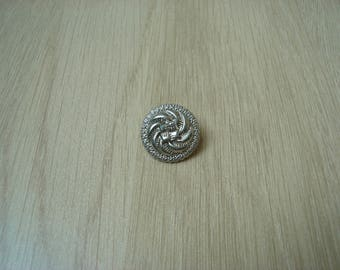button tail with decorative spiral pattern