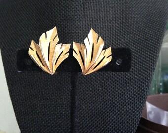 Trifari Gold Earrings, Vintage Gold Earrings, Gold Clip on Earrings, Trifari Gold Clip on Earrings, Vintage Gold Clip On Earrings,