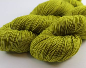Skein hand - dyed fingering - 100% superwash Merino - 100 g / 400 m - pistachio