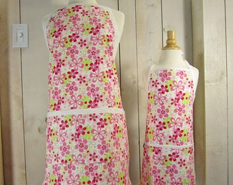 Daisy Field Mommy and Me Apron Set - Toddler Apron size - Reversible Apron Set