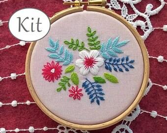 hand embroidery kit, needlework pattern, flowers pattern, floral hoop art, modern needlecraft, beginner embroidery tutorial, stitching kit
