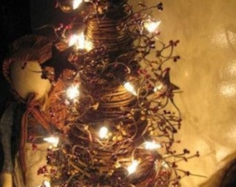 Lighted Tree w/ pip n star berry garland