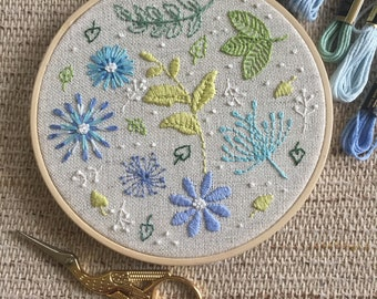 Embroidery Hoop Art / Wall Hanging / Gift / Flowers Hoop Art / Floral Embroidery / Wall Decor / Hoop Art / Flowers Art / Made To Oder