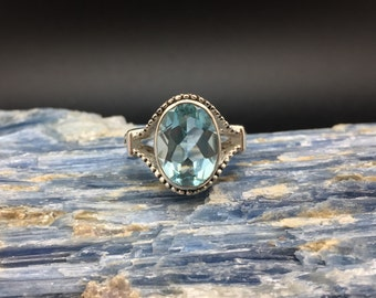 Blue Topaz Silver Ring // 925 Sterling Silver // Etched Oval Setting