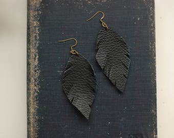 Leather Feather Earrings [Black]