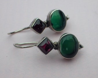 1990s vintage Silver, garnet and green tourmaline cabochon boho dangle earrings