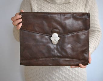 Vintage LEATHER CLUTCH .......(029)