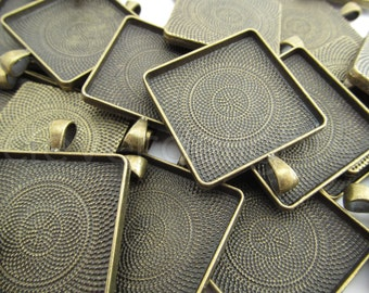 50 - 30mm Square Pendant Trays - Antique Bronze Color -  Vintage Style - Pendant Blanks Settings Mix 30 mm 1 3/16 inch - Antique Brass Color