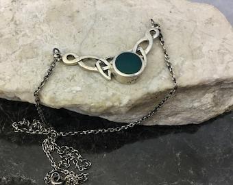 Vintage 925 Sterling Silver Irish Celtic Love Knot Pendant Necklace Dark Green Gemstone 15 in Chain