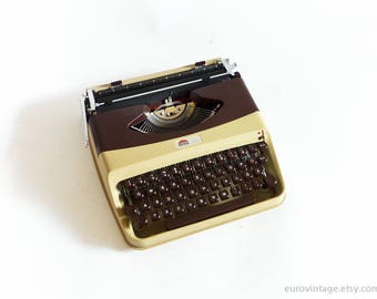 Vintage Lightweight Typewriter Atlas / Cream Burgundy / Working Typewriter 60s / Made in Italy