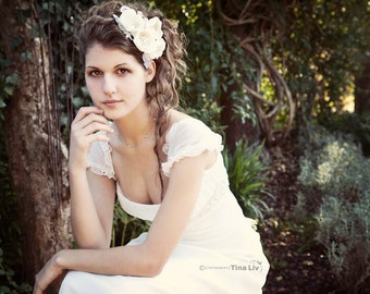 Bridal hair accessories / headpiece with flowers, pearls and lace