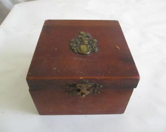 Wooden Box With Crest/Coat of Arms Jewelry Storage Trinket  Vintage Brown