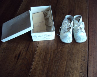 Vintage Baby Shoes, Baby Shoes, Old Baby Shoes, White Baby Shoes, Collectible Baby Shoes