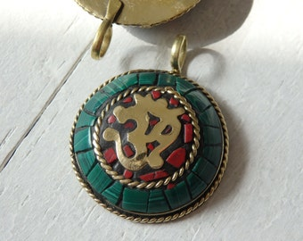 Om pendant from Nepal with malachite chips set in brass, Nepalese pendant, Buddhist Om pendant, Nepali pendant, brass pendant with Om