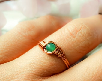 Green stone ring, Jade wire wrapped ring, Dainty Copper ring, Green ring, Copper wire ring, Stackable Gemstone ring, Slim green stone ring
