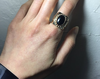 Solid 14K gold ring - Oval black gemstone, Ring size 8 US