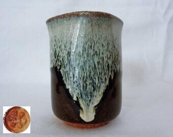 VJ821:Karatsu Yunomi tea cup,Hosen (Korean) Karatsu Yunomi,Karatsu-yaki Studio pottery,ARTIST'S Work,marked,Hand made in Japan