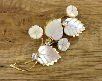 Vintage Mother of Pearl, Crystal and Gold Tone Leaf and Flower Brooch - Very Stylish, and a good example. In Good Condition