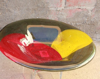 Fused glass bowl: Red, green and yellow