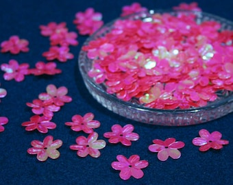 100 • 15 mm Pink-Red Flower Sequins
