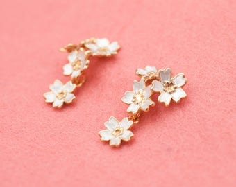 Japanese jewelry - Sakura earrings - Cherry blossom flowers - Silver gold combination - Swing earrings - Hypo-allergenic - pierce or clip-on