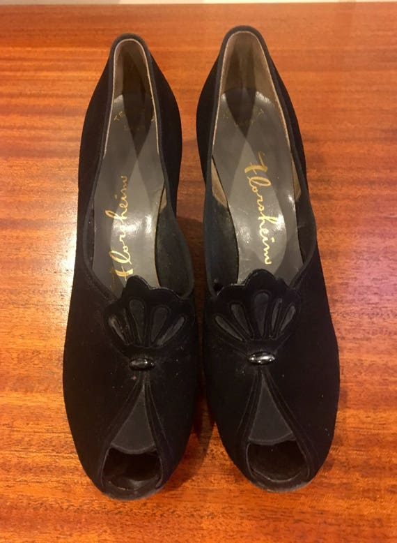 Vintage Late 1930s Early 1940s Florsheim Black Suede Open Toe Pumps Size 8.5