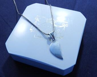 "Vintage silver broken heart pendant necklace - 925 - sterling silver - 18"" necklace - 1"" pendant - k"