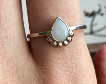 Opalring, Sterling silber Opalring, echten Opal, weißer Opalring, Oktober Geburtsstein, zierliche Opalring, natürlichen Opal, solid Opalring