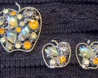 Vintage cristal autrichien Apple forme broche et boucles d'oreilles Demi Parure