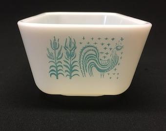 Pyrex Amish Butterprint Refrigerator Dish / #0502 / 1 1/2 Quart / Turquoise