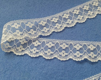 Off White Floral Scalloped Edge Vintage Lace 1 inch by 5 yards