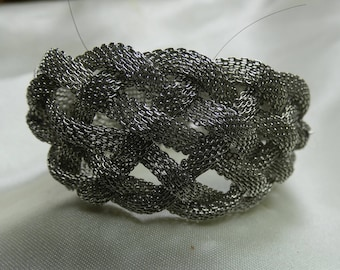 """Nice Stainless Steel Braided Mesh Cuff Bracelet 43 grms- 30m wide-7"""" long-magnetic closure 2190"""