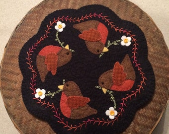 Wool Felt Penny Rug,  Robins,  wool felt  candle mat, table topper, penny rug mat, Mini wool felt table mat, Spring Decor, Mothers Day Gift