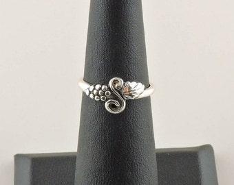 Size 4.5 Sterling Silver Grapes And Vine Ring / Midi Ring
