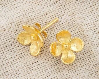 1 Pair of 925 Sterling Silver 24k Gold Vermeil Style flower Stud Earrings. 10 mm.  :vm0773