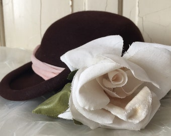 Vintage 1950s Brown Felt Georgette Hat with Dusty Pink Sheer Band - Gorgeous Winter White Millinery Rose