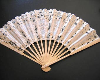 CREAM FAN Vintage Italian lace
