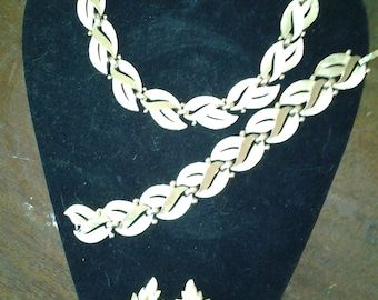 Trifari Gold Tone Leaves Set: Necklace, Bracelet and Clip Earrings