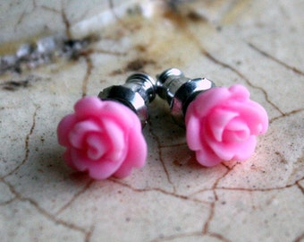 Boucles d'oreilles--Teeny roses roses