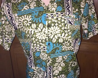 Vintage BAREFOOT in PARADISE HAWAIIAN print aloha party shirt in a size M